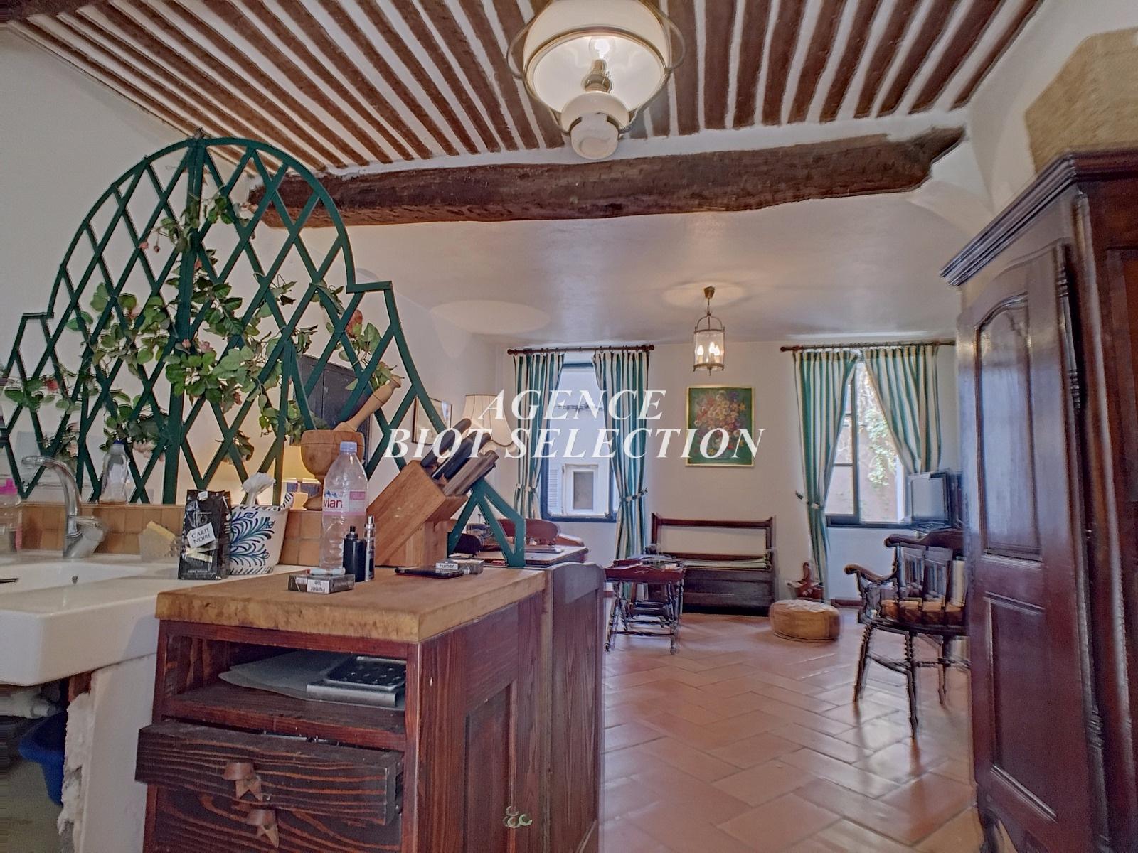 Vente biot centre historique maison de village 3 pieces for Acheter maison biot